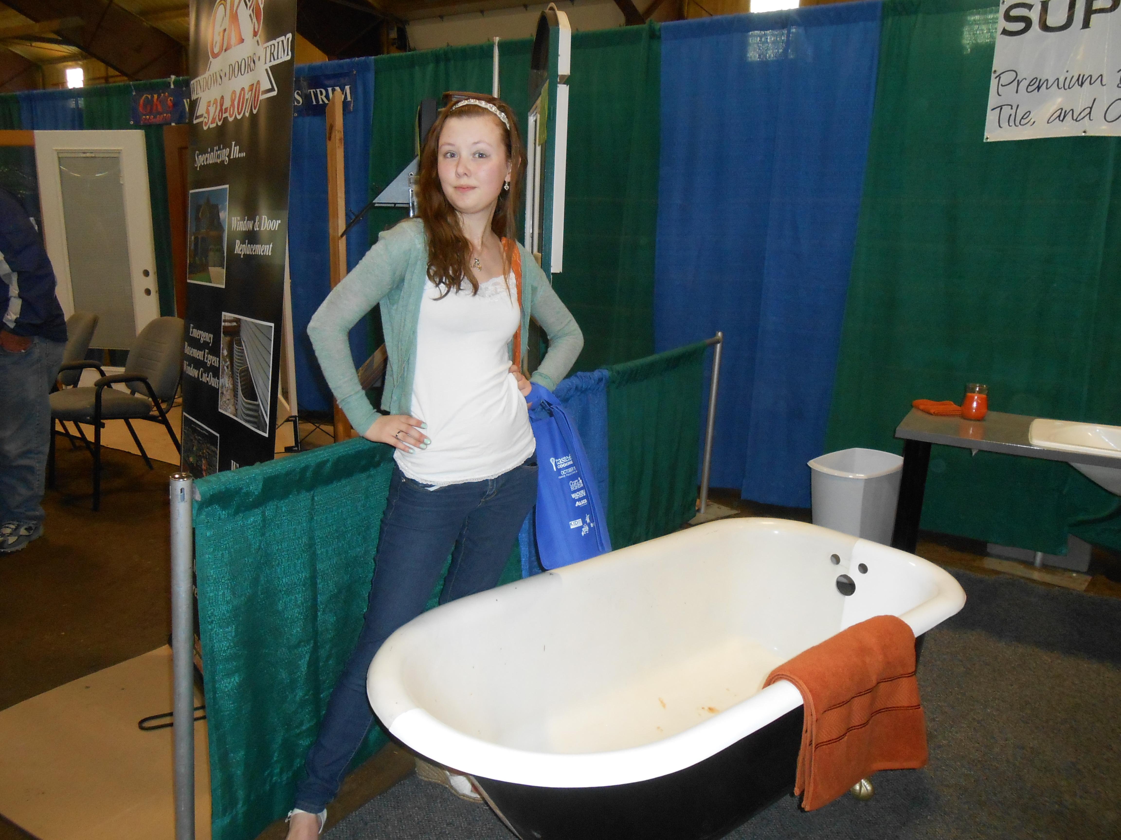 Awesome Retro Bathtub! I would love to own one of these!